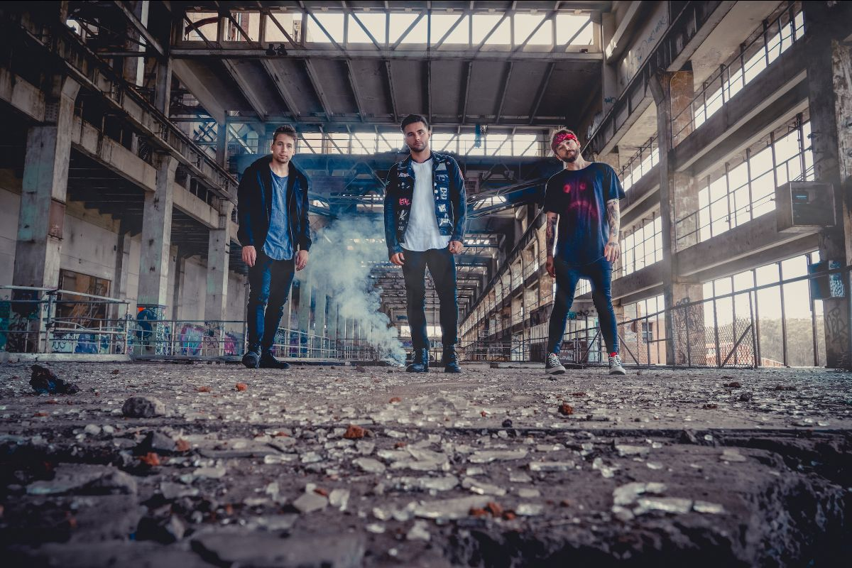 SHORT STACK REVEAL NEW SINGLE + VIDEO 'LIVE4'