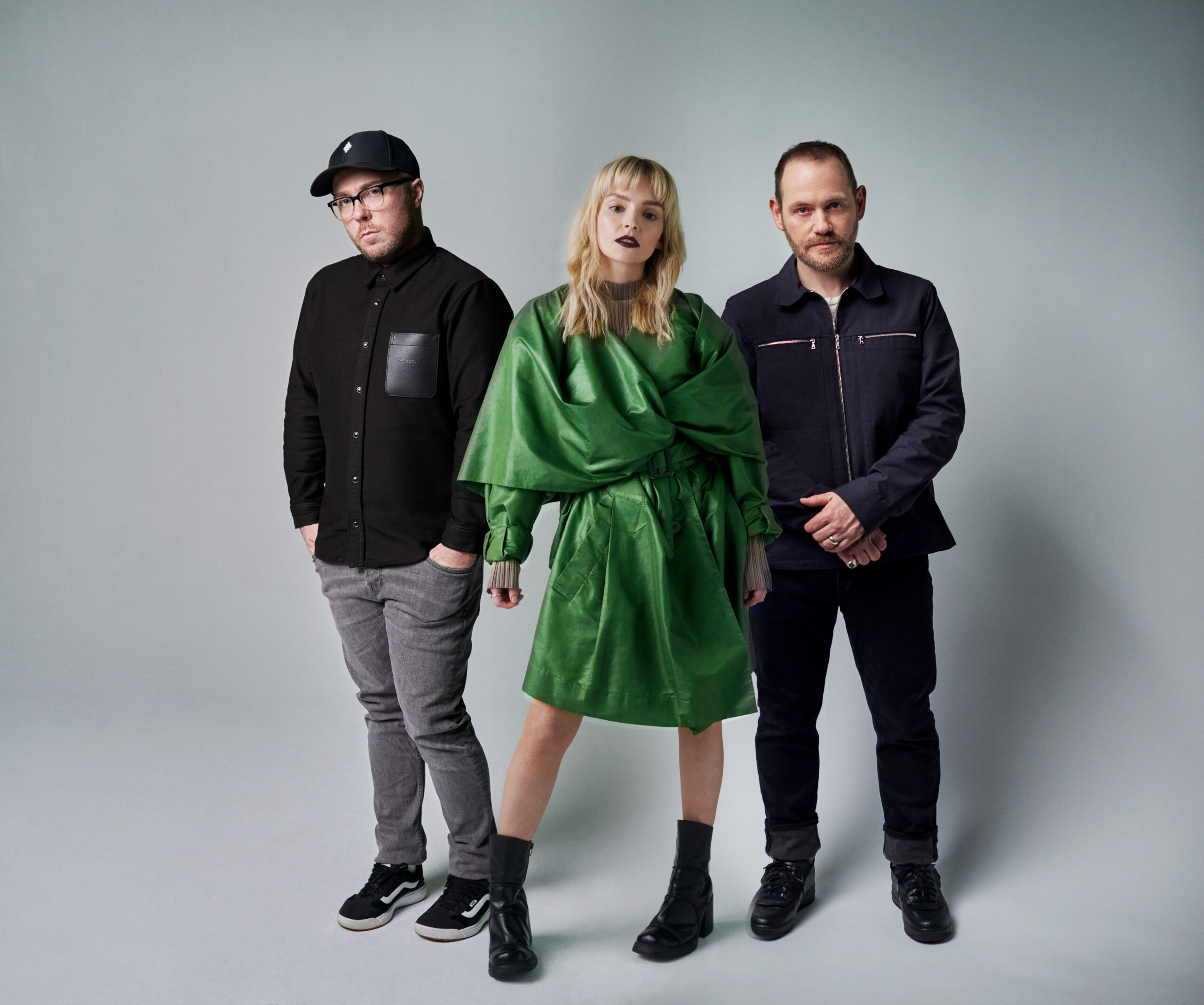 CHVRCHES ANNOUNCE NEW ALBUM SCREEN VIOLENCE + SHARE NEW SINGLE 'HOW NOT TO DROWN (FEAT. ROBERT SMITH)'